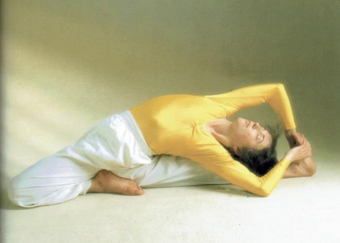 Pashchimottanasana Variante-Sivananda Yoga Centro