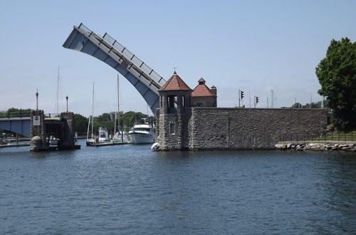 Zugbrücke-Bild von armandoone auf pixabay