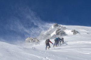 Bergsteigen-Bild von Kanenori auf pixabay